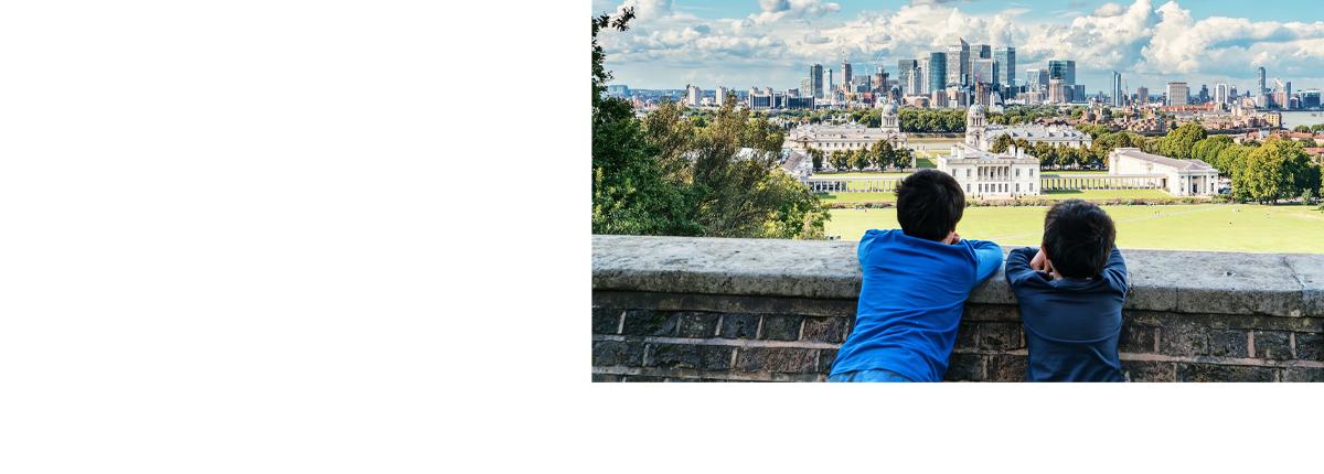 2 children looking at London skyline